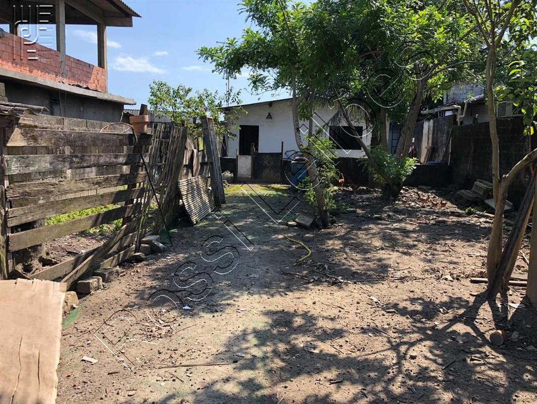 DIREITOS SOBRE O IMÓVEL situado a Rua Nove 379, Vila Quarentenário, São Vicente - SP